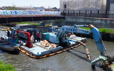 吸引圧送船